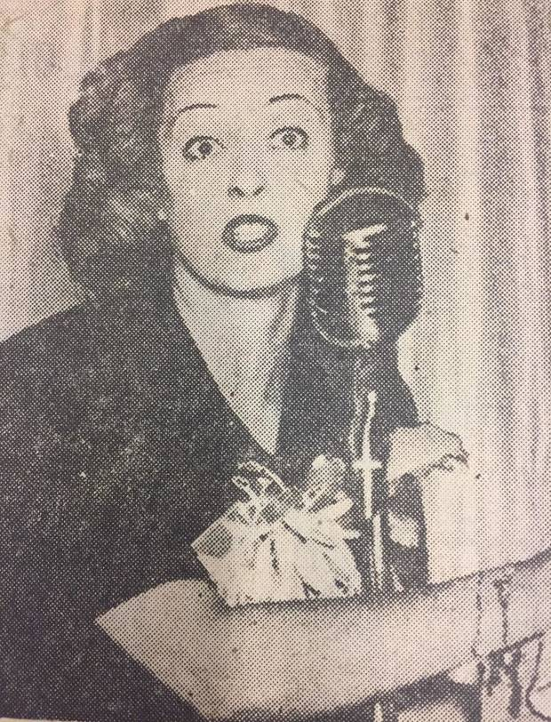 Davis serves as an auctioneer during an Oklahoma City Junior Chamber of Commerce luncheon on Sept. 15, 1942.