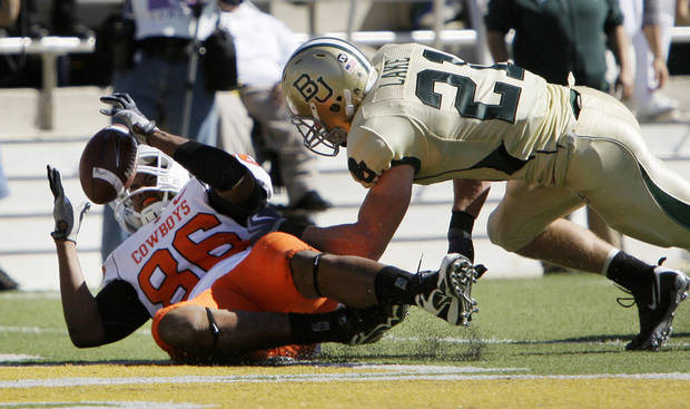 photo - Oklahoma State tight end Wilson Youman (86) reaches out to control a pass for a touchdown as Baylor safety Jordan Lake (21) defends during the first half of an NCAA college football game, Saturday, Oct. 24, 2009, in Waco, Texas. (AP Photo/Tony Gutierrez)