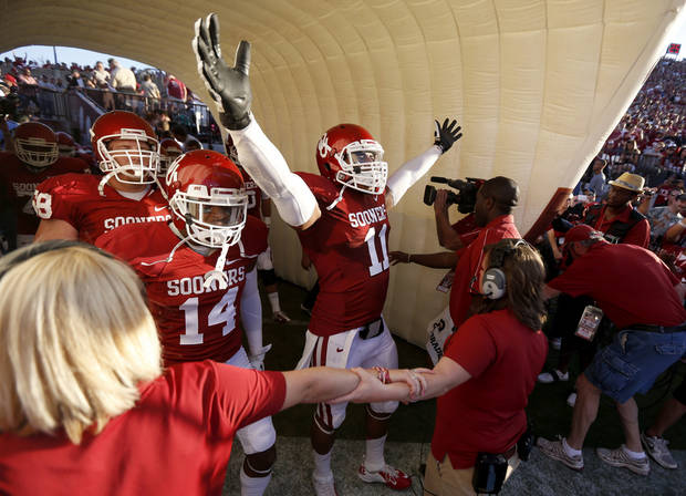 photo - OU's Aaron Colvin (14) and R.J. Washington (11) get ready to take the field before the college football game between the University of Oklahoma Sooners (OU) and the Kansas Jayhawks (KU) at Gaylord Family-Oklahoma Memorial Stadium in Norman, Okla., Saturday, Oct. 20, 2012. Photo by Bryan Terry, The Oklahoman