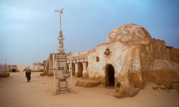 An old Star Wars set in Tunisia is a dangerous tourist draw.