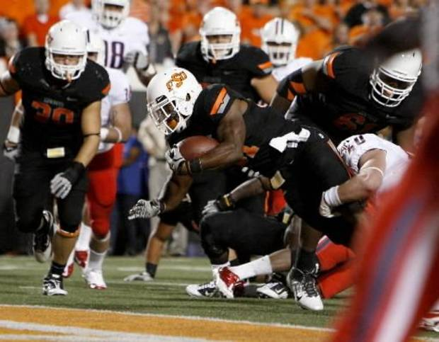 photo - Oklahoma State's Jeremy Smith (31) scores a touchdown during a college football game between the Oklahoma State University Cowboys (OSU) and the University of Arizona Wildcats at Boone Pickens Stadium in Stillwater, Okla., Thursday, Sept. 8, 2011. Photo by Bryan Terry, The Oklahoman.