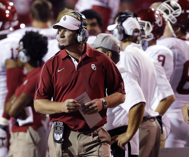 photo - Oklahoma defensive coordinator Mike Stoops didn't fare well the last time he matched wits with his former boss. On Saturday, Stoops will oppose Kansas State coach and play-caller Bill Snyder for the first time since the 2003 Big 12 championship game. Photo by Chris Landsberger, The Oklahoman