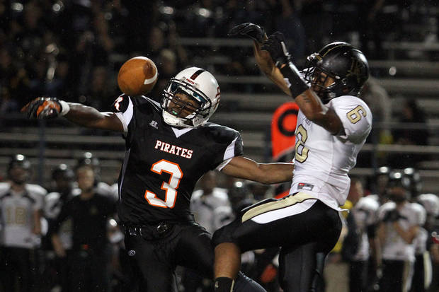 photo - Putnam City's JD Clark breaks up a pass intended for Broken Arrow's Jaylon Calhoun during Putnam City - Broken Arrow high school football game at Putnam City Stadium Friday night. PHOTO BY HUGH SCOTT FOR THE OKLAHOMAN ORG XMIT: KOD