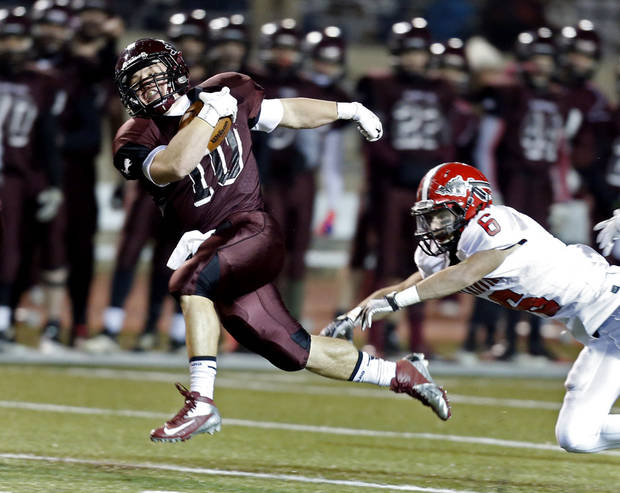 photo - Blanchard's Braden Stringer runs past Plainview's Gage Kennedy in the first half of Friday night's Class 3A semifinal. Photo by Steve Sisney, The Oklahoman