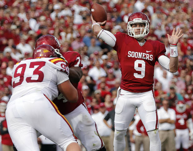 photo - Oklahoma's Trevor Knight (9) passes the ball during the college football game between the University of Oklahoma Sooners (OU) and the Iowa State University Cyclones (ISU) at Gaylord Family-Oklahoma Memorial Stadium in Norman, Okla. on Saturday, Nov. 16, 2013. Photo by Chris Landsberger, The Oklahoman