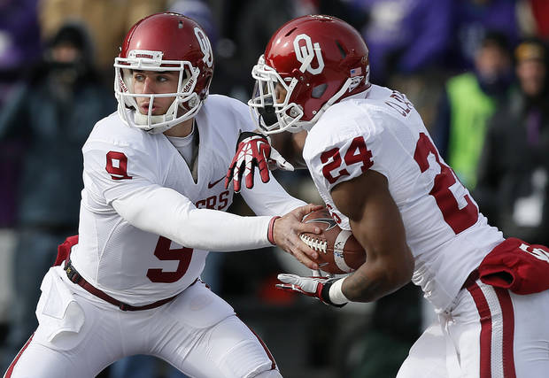 photo - Oklahoma's Trevor Knight (9) hands off to Brennan Clay (24) during an NCAA college football game between the Oklahoma Sooners and the Kansas State University Wildcats at Bill Snyder Family Stadium in Manhattan, Kan., Saturday, Nov. 23, 2013. Oklahoma won 41-31. Photo by Bryan Terry, The Oklahoman