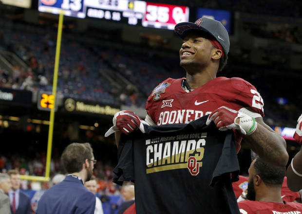 Joe Mixon tells Sooners he's going pro