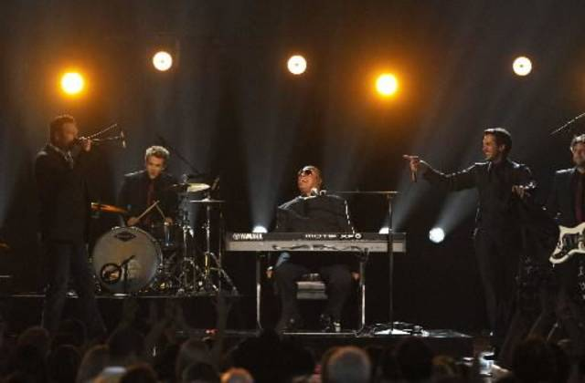 From left, Luke Bryan, Hunter Hayes, Stevie Wonder and Blake Shelton perform in the closing number at the ACM Awards.