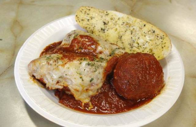 Phil Custino teturned to Oklahoma City to offer lasagna and meatballs at Falcone's Pizzeria and Deli <strong>PAUL B. SOUTHERLAND - THE OKLAHOMAN</strong>