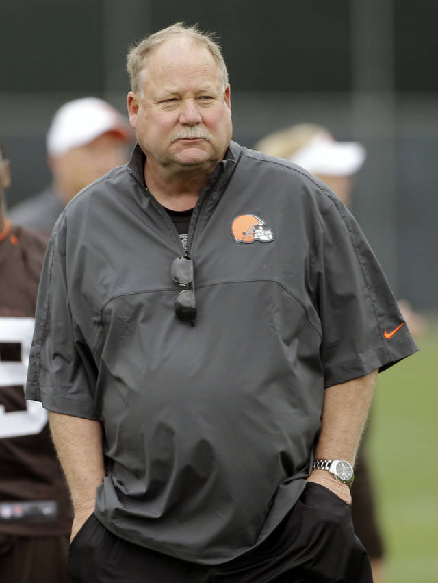 "FILE - In this June 5, 2012 file photo, Cleveland Browns president Mike Holmgren walks off the field following an off-season practice at the NFL football team's headquarters in Berea, Ohio. Outgoing Browns President Holmgren still hasn't decided if he wants to coach again. Hoping to squelch a weekend report that he would be interested in a coaching job with the Dallas Cowboys if Jason Garrett gets fired, Holmgren said Monday, nov. 12, 2012, he would never float a story about any interest in replacing another coach and ""I haven't talked to a single soul"" in Dallas. (AP Photo/Mark Duncan, File)"
