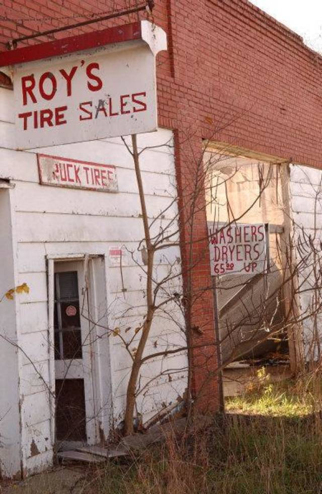 BUILDING EXTERIOR: Abandoned businesses in Cardin, the last resident of the town moved out Tuesday. Gary Crow/For the Oklahoman      ORG XMIT: KOD