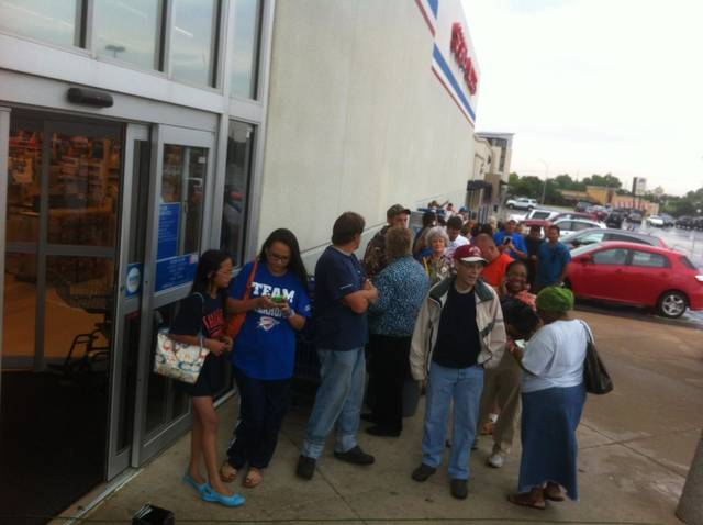 Thunder fans lined up for NBA Western Conference Championship shirts Thursday morning at Academy at Northwest Expressway and NW 63. Photo by Robert Medley
