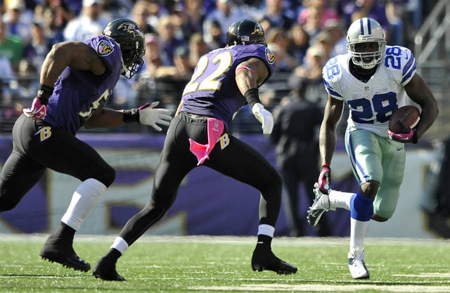 Dallas Cowboys running back Felix Jones, right, rushes past Baltimore Ravens defenders Ray Lewis, left, and Jimmy Smith in the second half of an NFL football game in Baltimore, Sunday, Oct. 14, 2012. (AP Photo/Gail Burton)