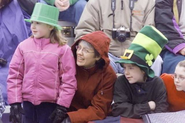 Saturday, March 13, 2004. L to r - Susanna Magruder, 7, and mom, Candace Magruder, of Norman, and Juilet Johnston, 11, and Jessalyn Johnston, 14, of Noble, watch the  St.  Patrick's  Day  parade in  Bricktown. Staff photo by Jaconna Aguirre