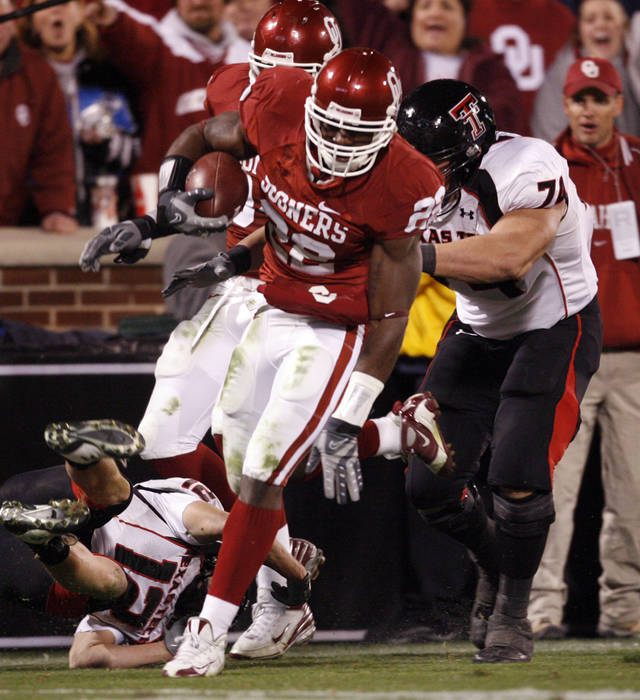 OU's Keenan Clayton (22) runs after recovering a fumble past Eric Morris (12) and Rylan Reed (74)  during the second half of the college football game between the University of Oklahoma Sooners (OU) and Texas Tech University at the Gaylord Family -- Oklahoma Memorial Stadium on Saturday, Nov. 22, 2008, in Norman, Okla.   BY STEVE SISNEY, THE OKLAHOMAN