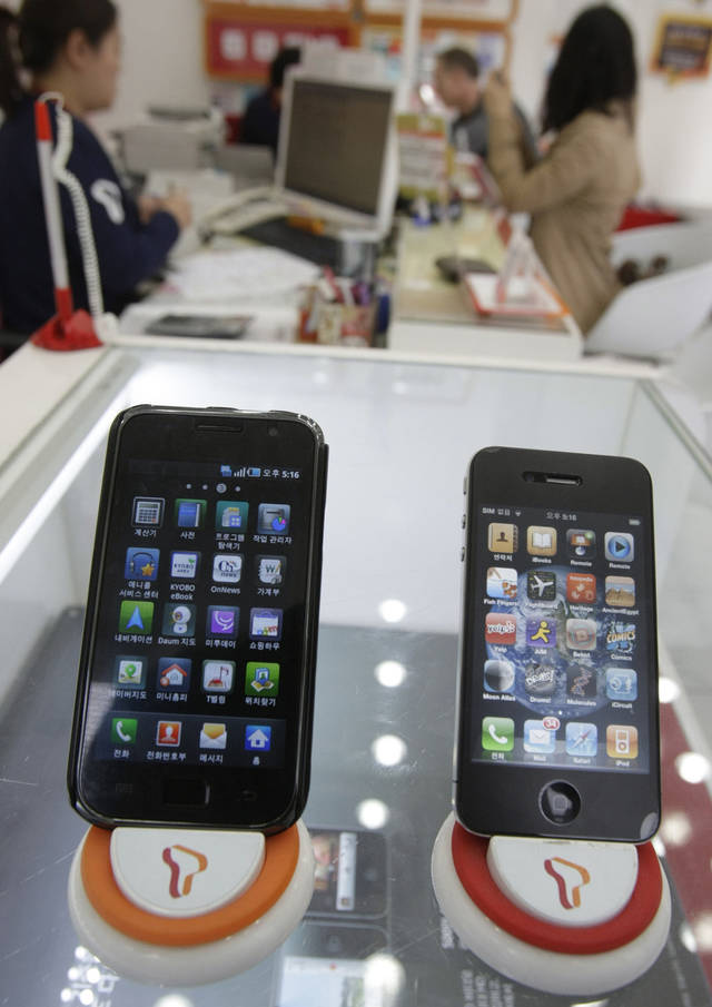 Samsung Electronics� Galaxy S, left, and Apple�s iPhone 4 are displayed at a mobile phone shop in Seoul, South Korea.  AP Photo