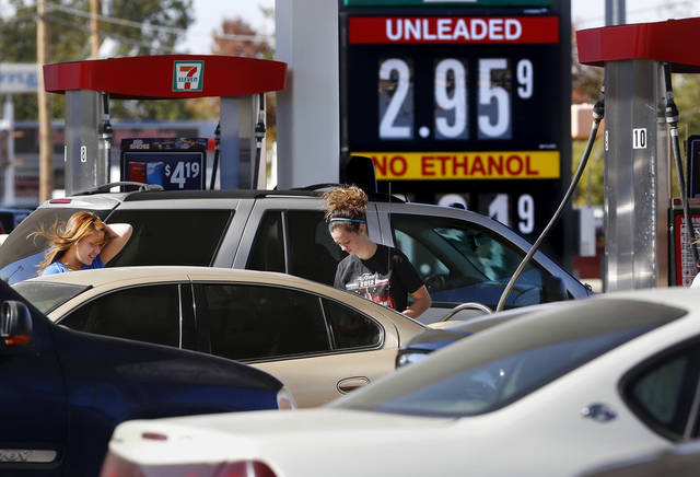 Motorists crowd into a 7-Eleven near SE 15 and Midwest Boulevard in Midwest City to buy gas for less than $3 a gallon Monday. Photo by Jim Beckel, The Oklahoman