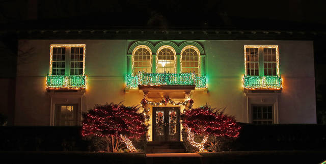 311 NW 19th Street,homes in Heritage Hills decorated with lights for the holidays Wednesday, December 5, 2012. Photo by Doug Hoke, The Oklahoman