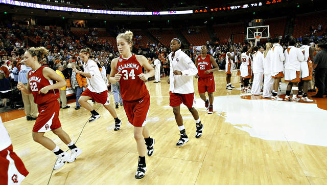 The OU women's college basketball team including Erin Higgins leaves the court after the University of Oklahoma women's basketball game against Texas in Austin, Wednesday January, 31, 2007.  By Bryan Terry, The Oklahoman