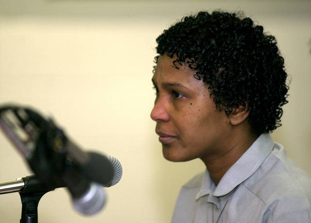 Convicted murderer Wanda Jean Allen talks during her Clemency hearing. Photo by Bryan Terry, The Oklahoman