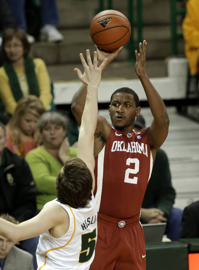 Baylor guard Brady Heslip (5) defends against a shot by Oklahoma's Steven Pledger (2) during the first half of an NCAA college basketball game Wednesday, Jan. 30, 2013, in Waco, Texas. (AP Photo/Tony Gutierrez)