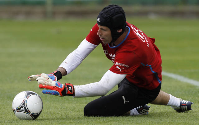 Czech goalkeeper Petr Cech catches a ball during a training session at the soccer Euro 2012 in Wroclaw, Poland, Monday, June 4, 2012. (AP Photo/Petr David Josek)