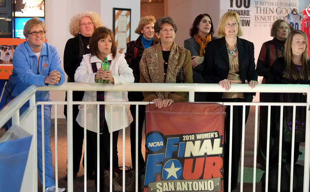 Tennessee women's basketball coach Holly Warlick, left, attends a �We Back Pat� week press conference Tuesday, Jan. 15, 2013, in Knoxville, Tenn. It was announced that SEC member institutions will be offering support of the Pat Summitt Foundation during their home women's basketball games Jan. 13�20. Summitt announced in the summer of 2011 that she has early-onset dementia, Alzheimer's type. (AP Photo/Chad Greene, Knoxville News Sentinel)