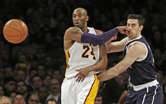 Los Angeles Lakers guard Kobe Bryant (24) throws a pass and hits Oklahoma City Thunder forward Nick Collison (4) in the mouth during the second half of an NBA basketball game in Los Angeles, Sunday, Jan. 27, 2013. The Lakers won 105-96. (AP Photo/Reed Saxon) ORG XMIT: LAS107