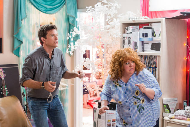 "FILE -This undated publicity file image released by Universal Pictures shows Jason Bateman, left, and Melissa McCarthy in a scene from, ""Identity Thief."" As of Sunday, Feb. 24, 2013,  �Identity Thief�, with a cumulative total of $93.7 million viewers, is the biggest hit so far in 2013. (AP Photo/Universal Pictures)"