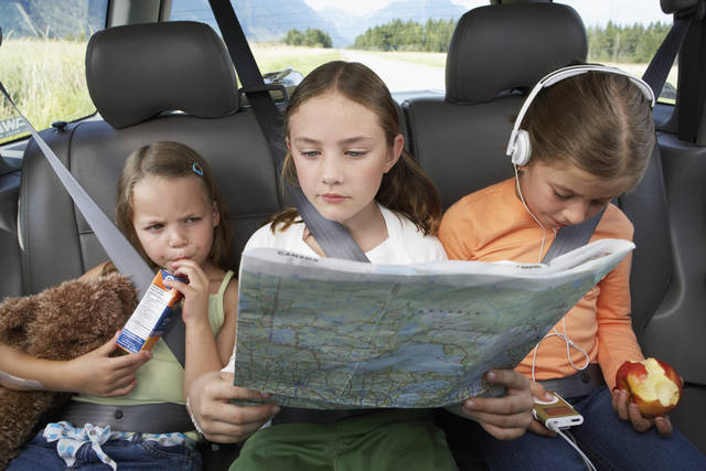Keeping children entertained while traveling on a vacation can be a challenge or a simple task. (Thinkstock/Getty Images)
