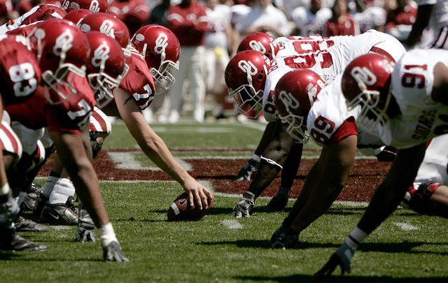 The OU team lines up for a play during the University of Oklahoma Red-White spring football game at Gaylord Family-Oklahoma Memorial Stadium in Norman, Okla., April 8, 2006.  By Bryan Terry, The Oklahoman
