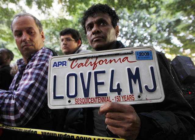 Demarco Delon holds a custom license plate proclaiming love for Michael Jackson as he awaits the verdict for Dr. Conrad Murray at the Criminal Justice Center in downtown Los Angeles, Monday, Nov. 7, 2011, after it was announced that jurors had reached a verdict in the involuntary manslaughter trial of Dr. Conrad Murray, Michael Jackson's physician when the pop star died in 2009. AP photo