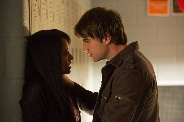 """The Vampire Diaries -- """"A View to a Kill"""" -- Pictured (L-R): Kat Graham as Bonnie and Nathaniel Buzolic as Kol -- Image Number: VD412b_0150.jpg -- Photo: Bob Mahoney/The CW -- © 2013 The CW Network, LLC. All rights reserved."""