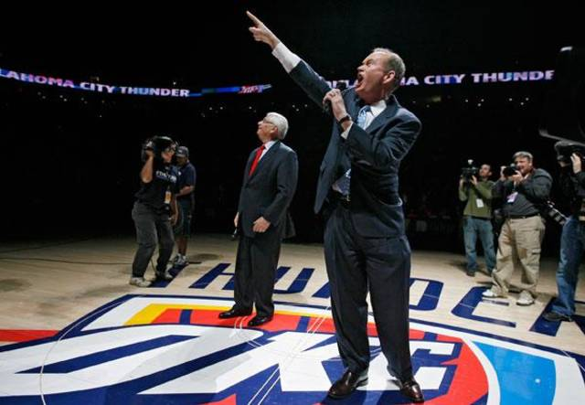 Oklahoma City mayor Mick Cornett salutes the Thunder fans during the opening NBA basketball game between the Oklahoma City Thunder and the Milwaukee Bucks at the Ford Center in Oklahoma City, Wednesday, October 29, 2008.  BY BRYAN TERRY, THE OKLAHOMAN