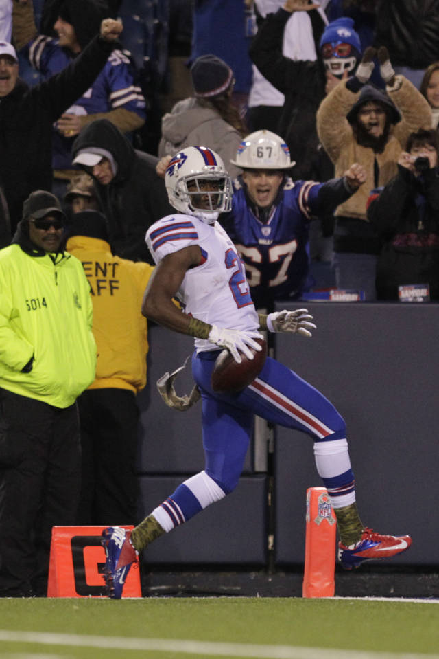   Buffalo Bills cornerback Leodis McKelvin (21) rushes for a touchdown during the first half of an NFL football game against the Miami Dolphins, Thursday, Nov. 15, 2012, in Orchard Park, N.Y. (AP Photo/Bill Wippert)  