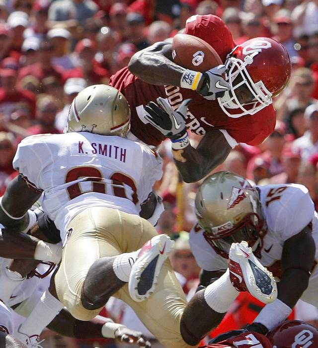 DeMarco Murray scored during the first half of the college football game between the University of Oklahoma Sooners (OU) and Florida State University Seminoles (FSU) at the Gaylord Family-Oklahoma Memorial Stadium on Saturday, Sept. 11 2010, in Norman, Okla.   Photo by Steve Sisney, The Oklahoman