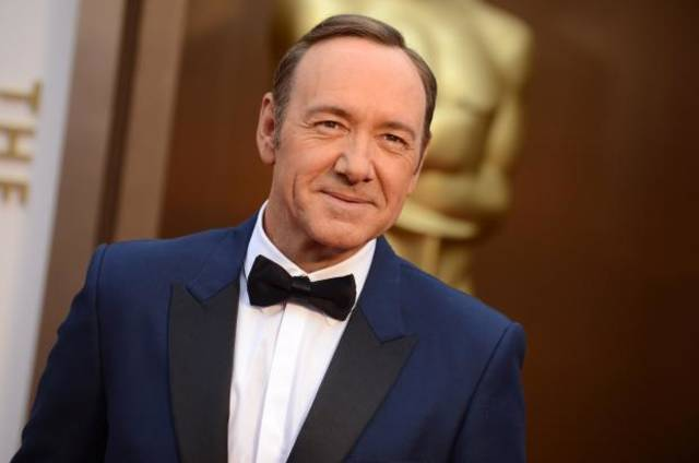 Kevin Spacey has embraced the navy tuxedo trend among the men on the Oscars red carpet. (AP)