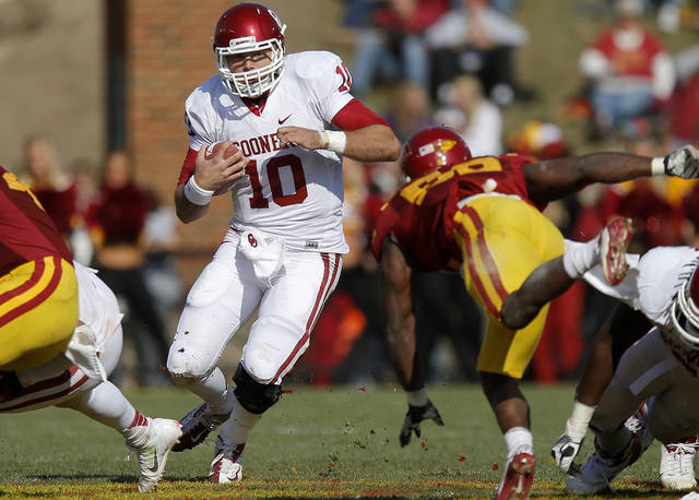 Oklahoma's Blake Bell (10) runs during a college football game between the University of Oklahoma (OU) and Iowa State University (ISU) at Jack Trice Stadium in Ames, Iowa, Saturday, Nov. 3, 2012. Oklahoma won 35-20. Photo by Bryan Terry, The Oklahoman