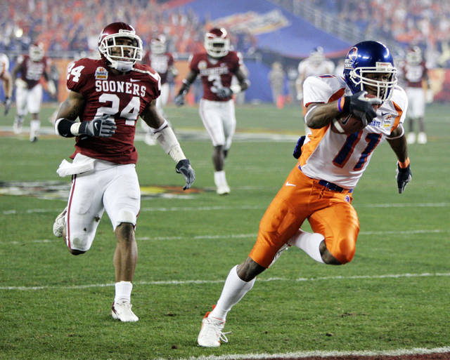 Boise State's Drisan James (11) scores a touchdown in front of Oklahoma's Marcus Walker (24) in the first half during the University of Oklahoma Sooners (OU) college football game against Boise State University Broncos(BSU) in the Tostitos Fiesta Bowl at the University of Phoenix Stadium, on Monday, Jan. 1, 2007, in Glendale, Ariz.  By Bryan Terry, The Oklahoman