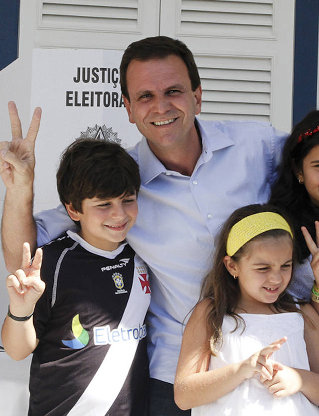 In this photo released by Somos Um Rio, Rio de Janeiro's Mayor Eduardo Paes poses with his children after voting in municipal elections as he runs for re-election, in Rio de Janeiro, Brazil, Sunday, Oct. 7, 2012. Voters across Latin America's biggest country are electing mayors and municipal council members. (AP Photo/Somos Um Rio, Tata Barreto)