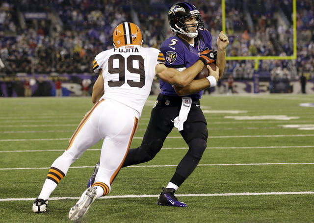 Baltimore Ravens quarterback Joe Flacco (5) carries the ball past Cleveland Browns outside linebacker Scott Fujita into the end zone for a touchdown during the second half of an NFL football game in Baltimore, Thursday, Sept. 27, 2012. (AP Photo/Patrick Semansky)