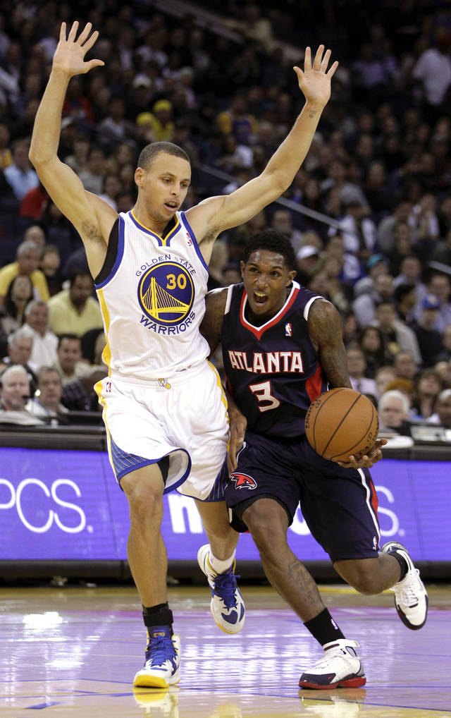 Atlanta Hawks' Louis Williams, right, drives against Golden State Warriors' Stephen Curry during the second half of an NBA basketball game on Wednesday, Nov. 14, 2012, in Oakland, Calif. (AP Photo/Ben Margot)