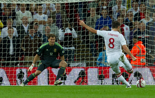 England's Frank Lampard, right, scores from the penalty spot during their group H 2014 World Cup qualifying soccer match against Ukraine at Wembley stadium, London, Tuesday, Sept. 11, 2012. (AP Photo/Tom Hevezi)
