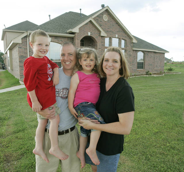 Jason and Amy Nieuwenhuis with their children 4-year-old Jacob and 2-year-old Hannah at home in Edmond, Okla. June 19 , 2008.  BY STEVE GOOCH, THE  OKLAHOMAN
