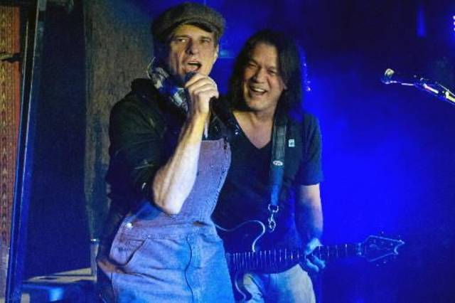 Van Halen members Eddie Van Halen, right, and David Lee Roth perform at Cafe Wha? in New York on Thursday. (AP Photo)
