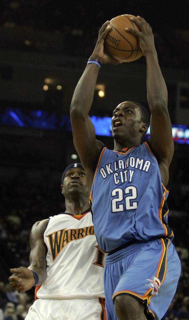 Oklahoma City Thunder Jeff Green (22) goes up for a shot past Golden State Warriors' Stephen Jackson during the first half of a preseason NBA basketball game Saturday, Oct. 11, 2008, in Oakland, Calif. (AP Photo/Ben Margot)