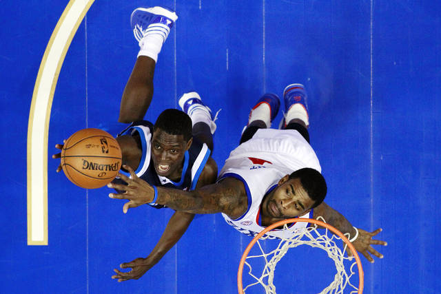 Dallas Mavericks' Darren Collison, left, goes up for a shot as Philadelphia 76ers' Dorell Wright defends in the first half of an NBA basketball game, Tuesday, Nov. 27, 2012, in Philadelphia. Philadelphia won 100-98. (AP Photo/Matt Slocum)