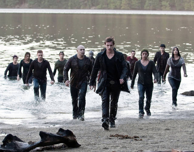 "In this film publicity image released by Summit Entertainment, Xavier Samuel, center, is shown in a scene from, ""The Twilight Saga: Eclipse."" (AP Photo/Summit Entertainment, Kimberley French)  ORG XMIT: NYET338"