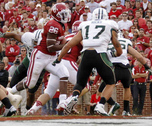 Oklahoma's Damien Williams (26) scores a touchdown in front of Baylor's Mike Hicks (17) during the college football game between the University of Oklahoma Sooners (OU) and Baylor University Bears (BU) at Gaylord Family - Oklahoma Memorial Stadium on Saturday, Nov. 10, 2012, in Norman, Okla.  Photo by Chris Landsberger, The Oklahoman
