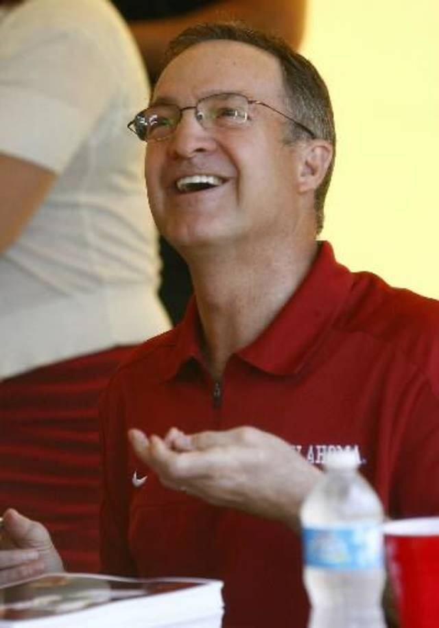 OU men's basketball coach Lon Kruger talks with a fan at Monday's OU Caravan event in Tulsa. PHOTO BY MATT BARNARD, TULSA WORLD